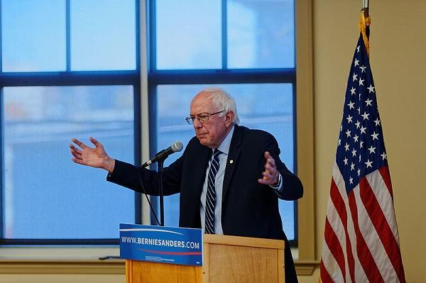 Senator Bernie Sanders at a seniors' center in Manchester, N.H. on October 30, 2015. Image: Michael Vadon via Wikimedia Commons