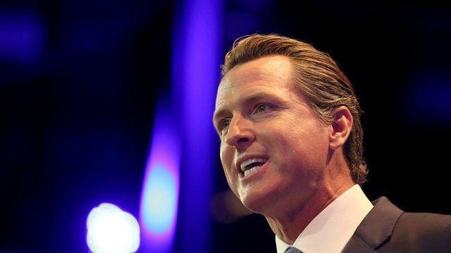 Lt. Gov. Gavin Newsom addresses the California Democratic Party Convention on May 16, 2015. (Irfan Khan / Los Angeles Times)