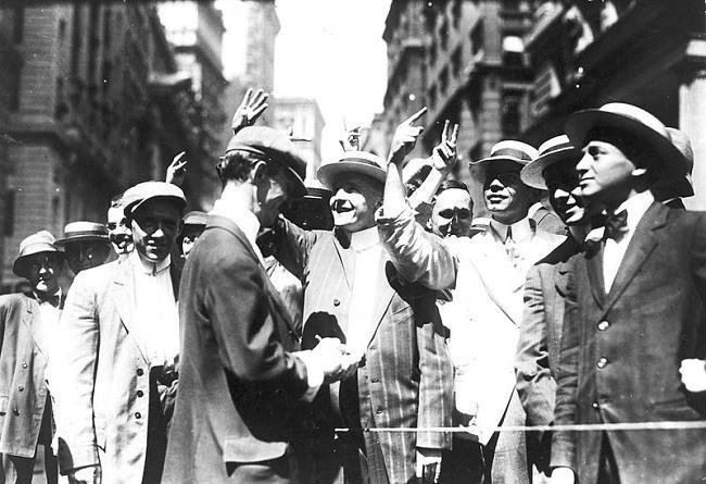 Stock trading on the New York Curb Association market, around 1916. Image via Wikimedia Commons