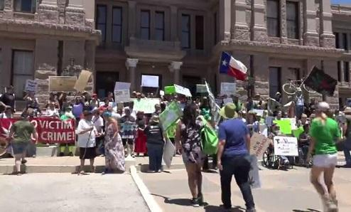 Texas: Crowds march to remove stigma of medical marijuana - Cannabis News
