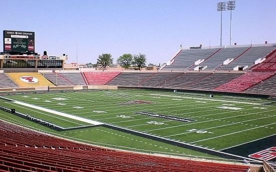 Jones AT&T Stadium at Texas Tech University in Lubbock, Texas, Image: Elred via Wikimedia Commons